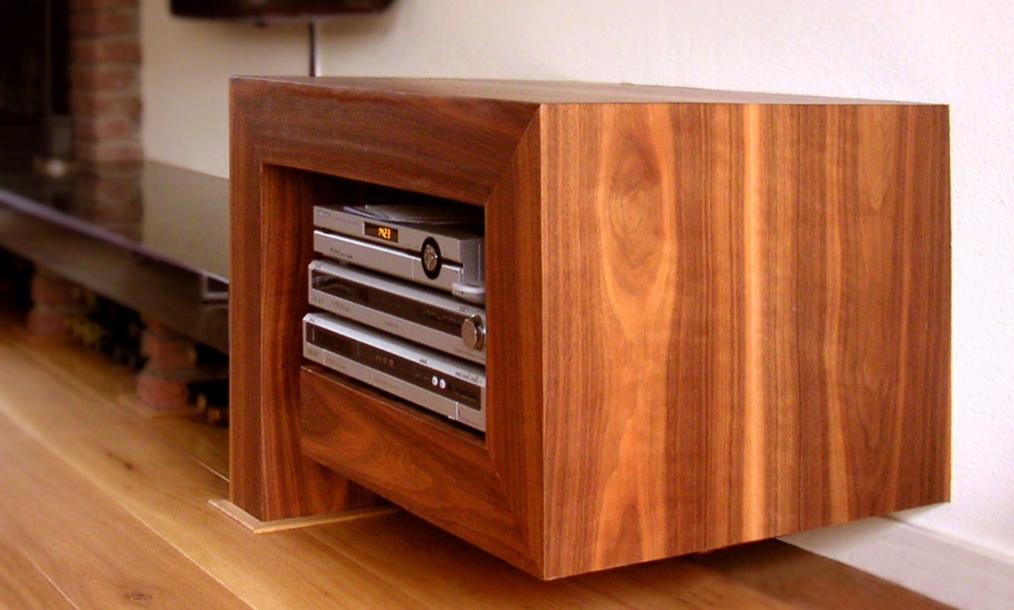 Accent in woonmaker met een ontworpen beindiging van meubel